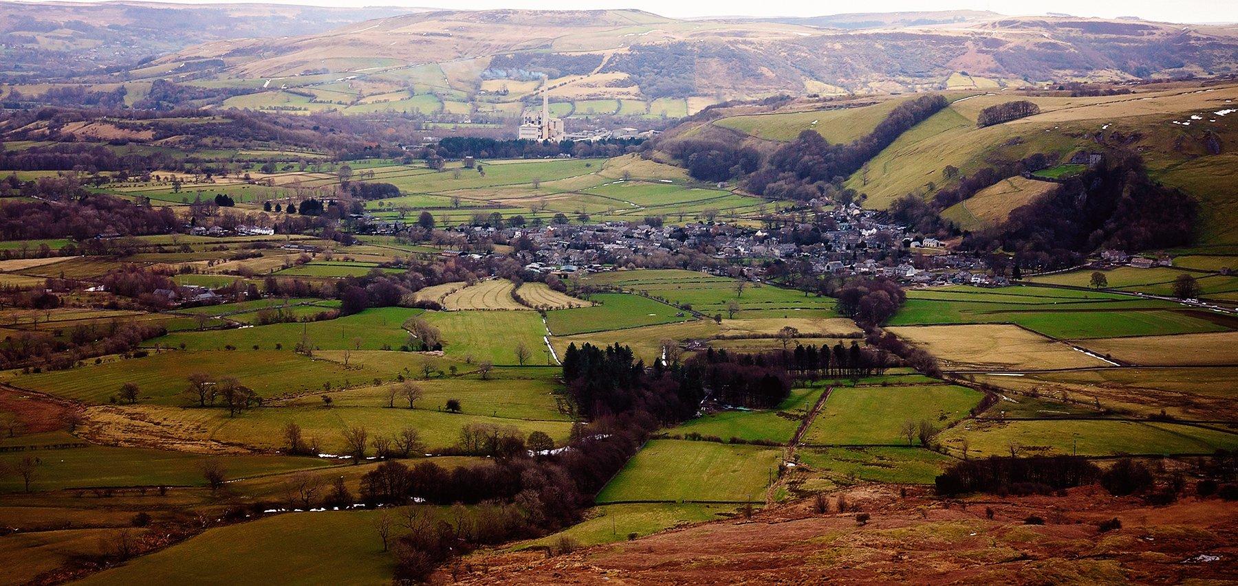 Views over Castelton with Peveril Castle.