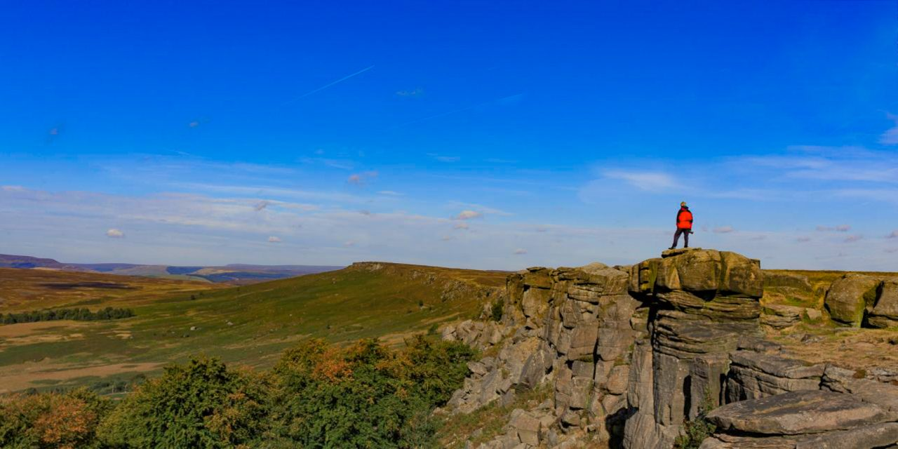 STANAGE EDGE AND ROBIN HOOD'S CAVE IN THE PEAK DISTRICT