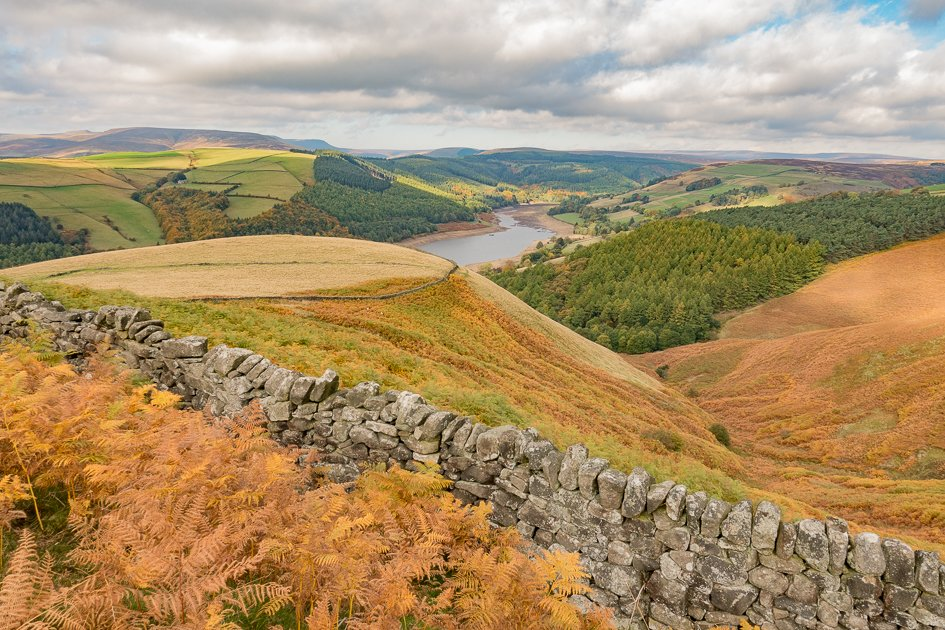 SPECTACULAR  VIEWS FROM WHINSTONE LEE TOR, DERBYSHIRE